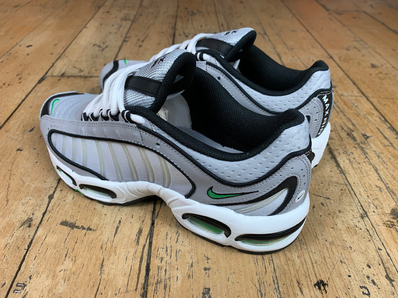 Air Max Tailwind IV - Wolf Grey / Green Sparkle / White