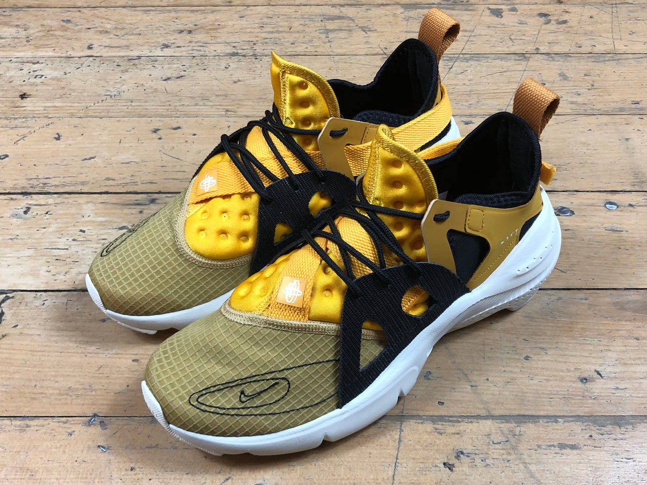 Size 13 HALF PRICE Nike Huarache Type - Club Gold/Pale Ivory