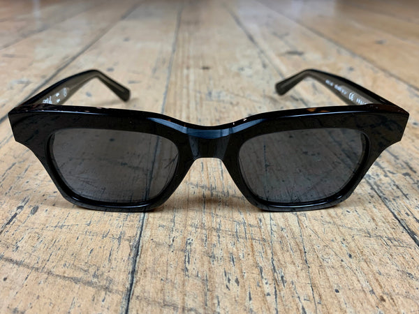 Analogue - Black Frame / Black Lenses