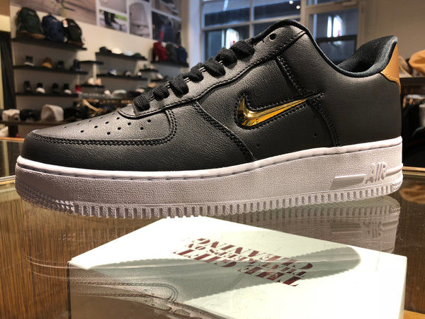 Nike Air Force 1 '07 LV8 Leather - black/metallic gold/white