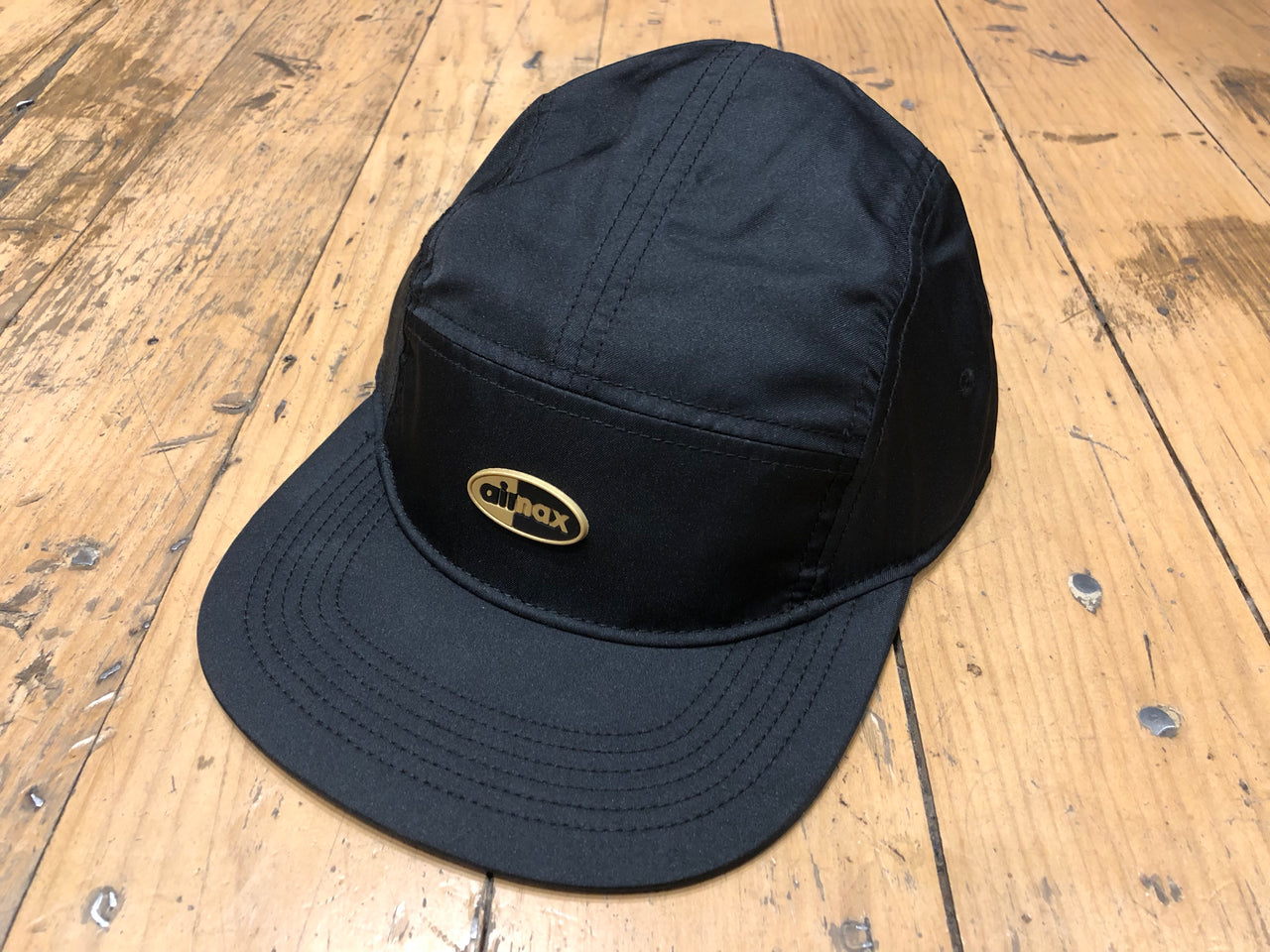 U NSW Arobill AW84 Cap Air Max - Black/Gold