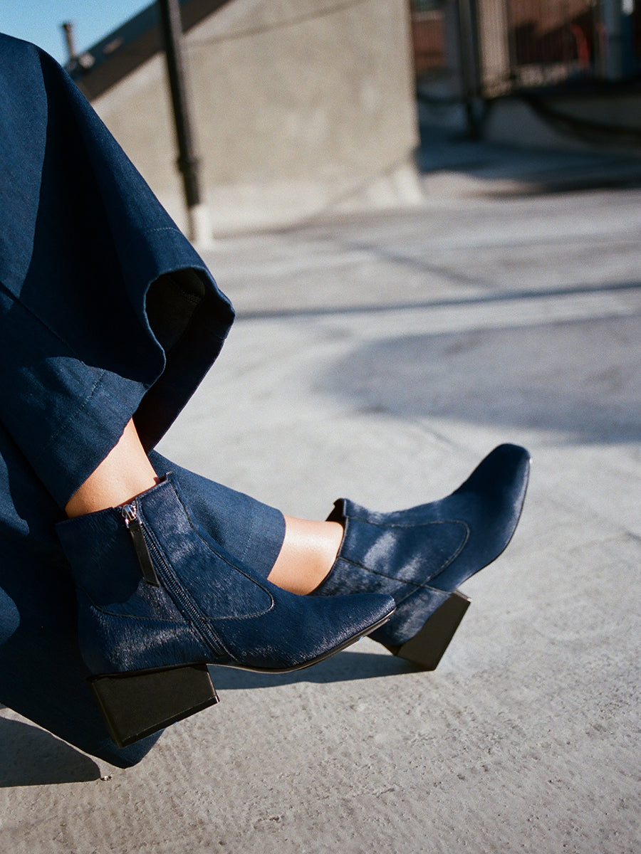 REGINA BOOT / NAVY HAIRCALF