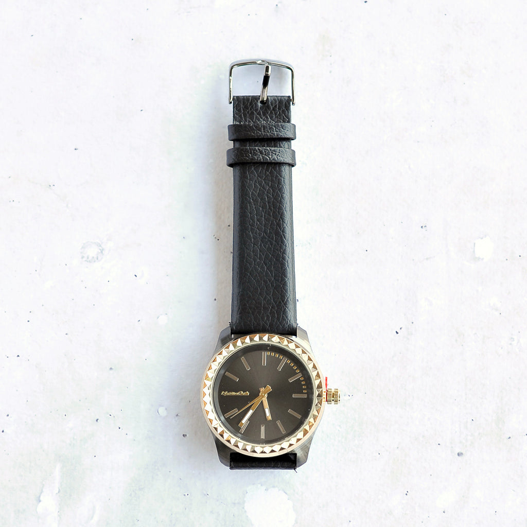 Pyramid Ita Watch in Black face