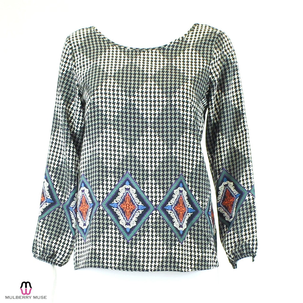 Karlie Black/White Houndstooth Motif Print Blouse Size Small Muse Boutique Outlet | Shop Designer Clearance Tops on Sale | Up to 90% Off Designer Fashion