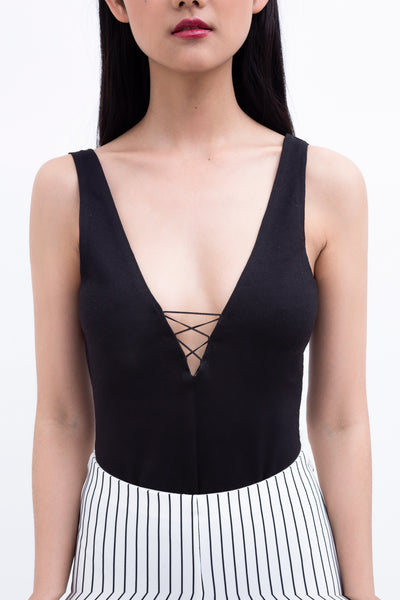 .01 Les Essentiels Laced Up I Bodysuit - Black