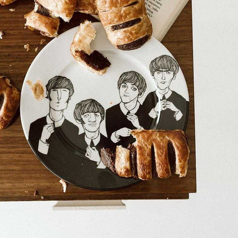THE BEETLES BOYS, the ones with protruding ears,    19cm dessert plate