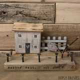 Daisy Village - Single Pink House & Picket Fence 10825