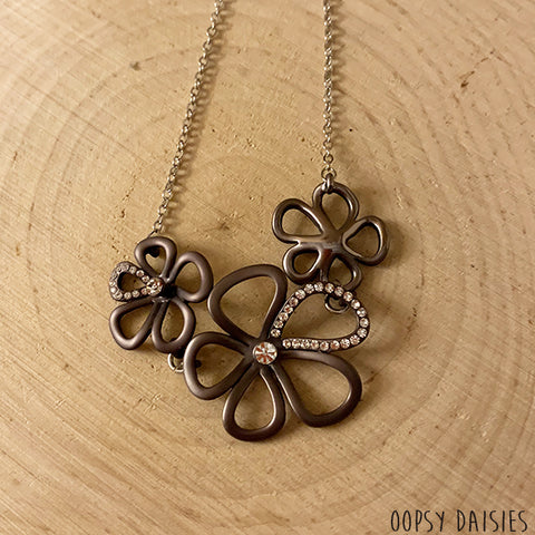Grey Flower Necklace 10871