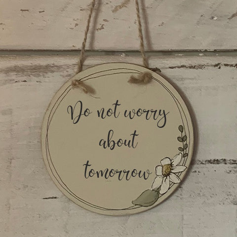 Handmade Daisy Round Plaque - Do Not Worry about Tomorrow 9928