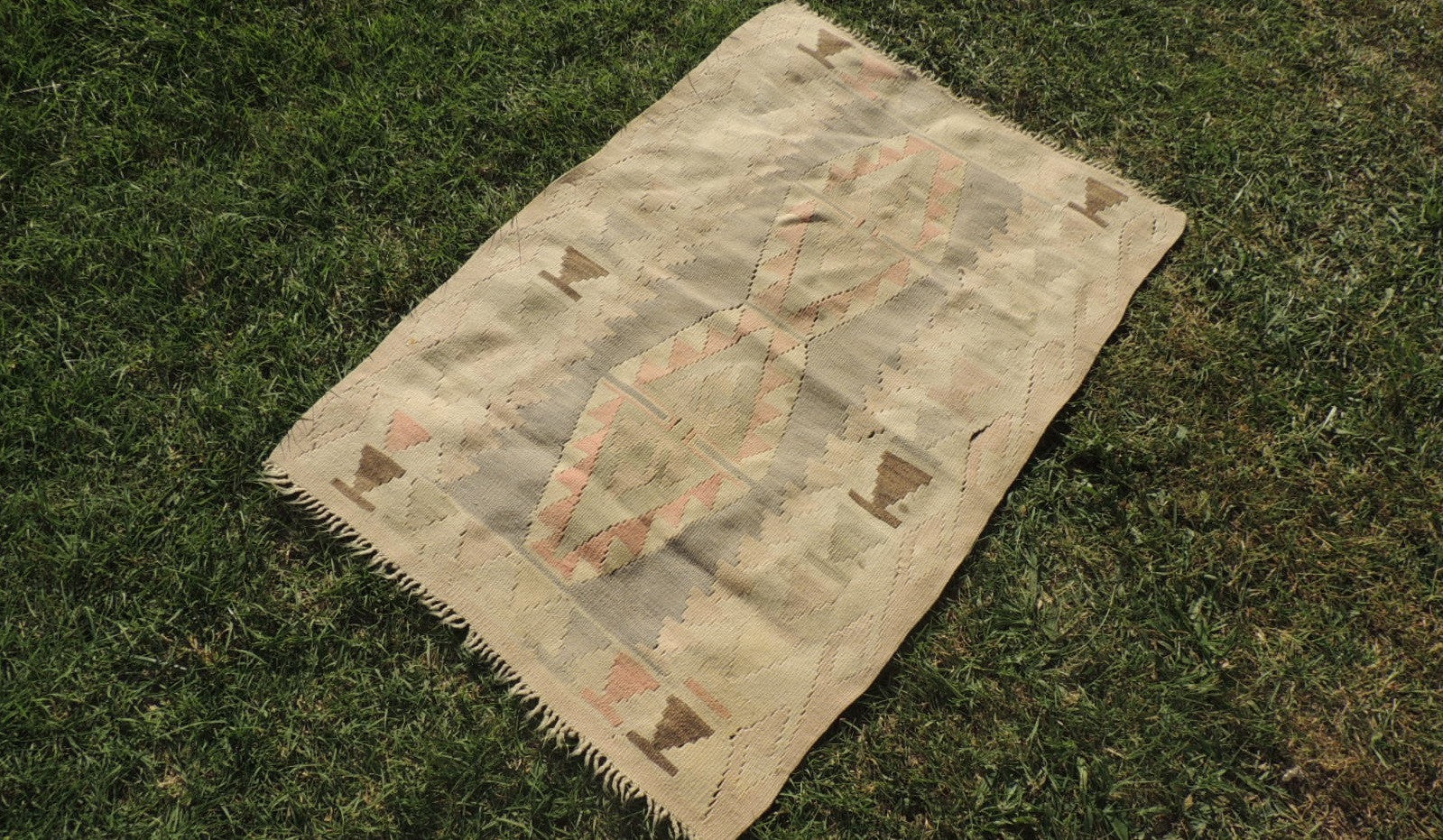 Small Boho Turkish Kilim Rug with Earthy Pastel Colors - bosphorusrugs  - 1