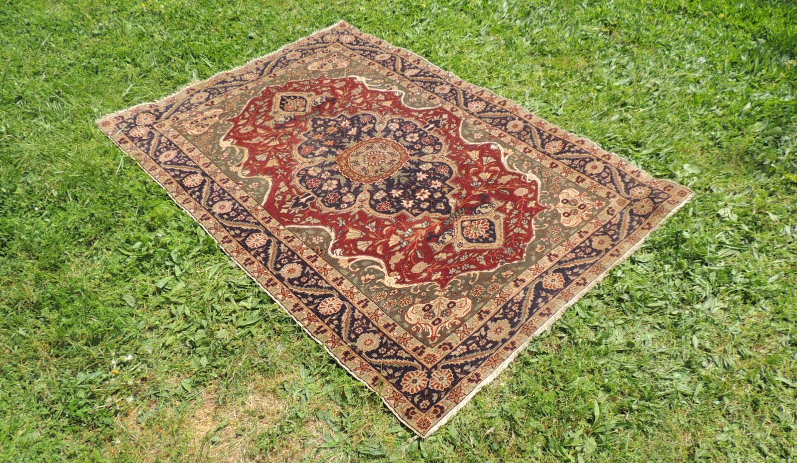 Medallion Turkish Kayseri area rug - bosphorusrugs  - 1