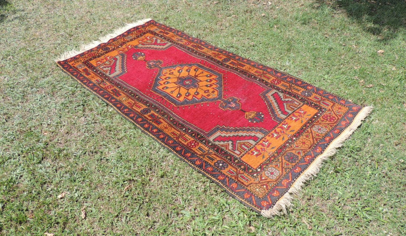 Vintage wool Turkish area rug - bosphorusrugs  - 1
