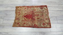 Antique Prayer Rug 2,1x2,7 ft.