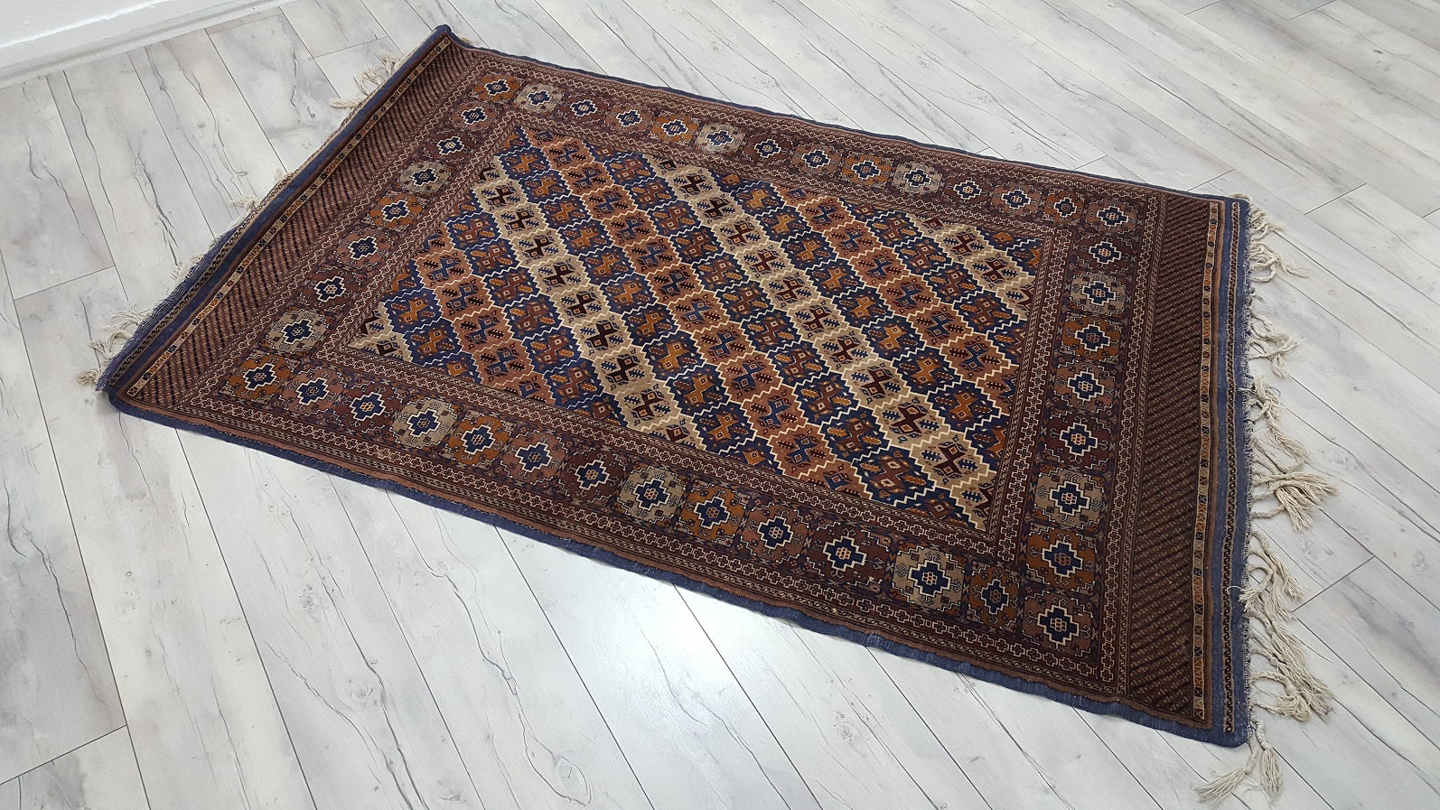 Persian Rug with Lovely Earthy Tones 4x6,4 ft.