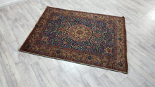 Navy Colour Persian Carpet with Elegant Medallion Design 4,6x6 ft.