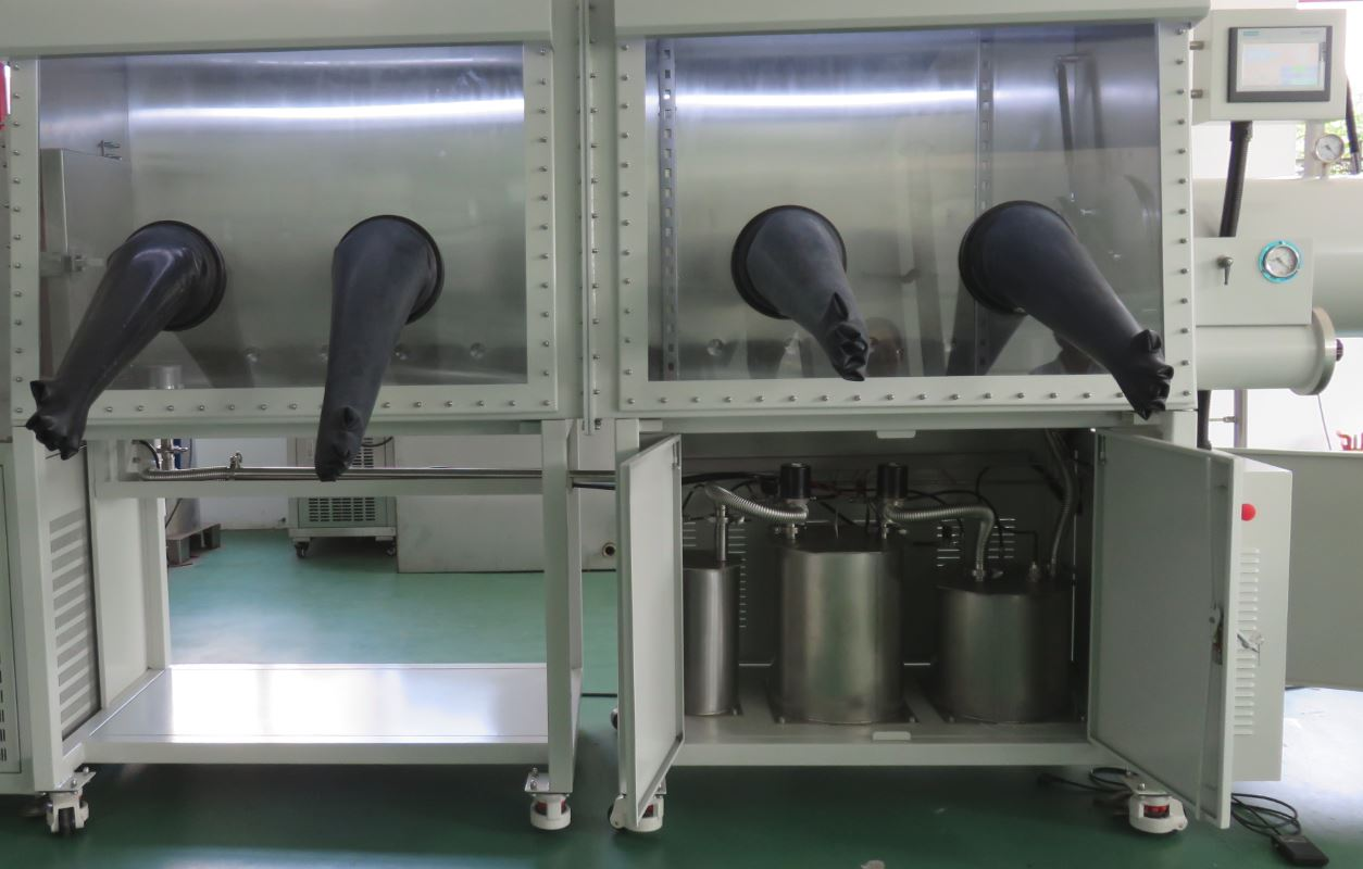 Two module glovebox with purification device