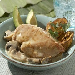 Chicken in Cream Sauce Recipe - www.ElColmado.com