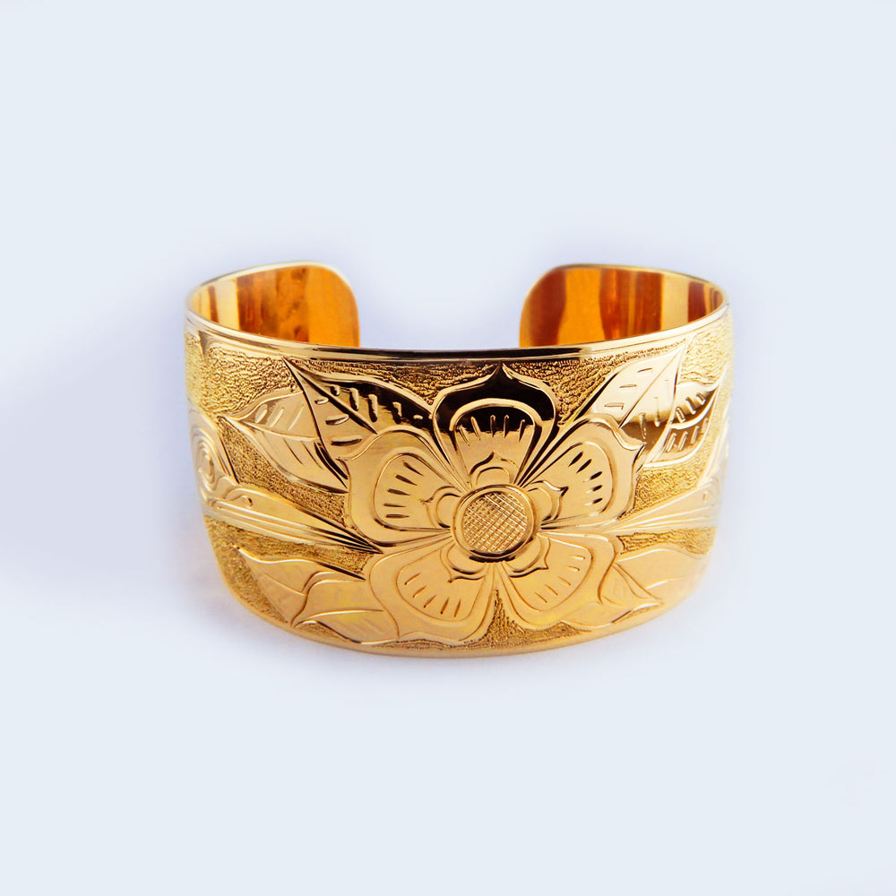 18 Karat Gold Hummingbird and Dogwood Flower Bracelet