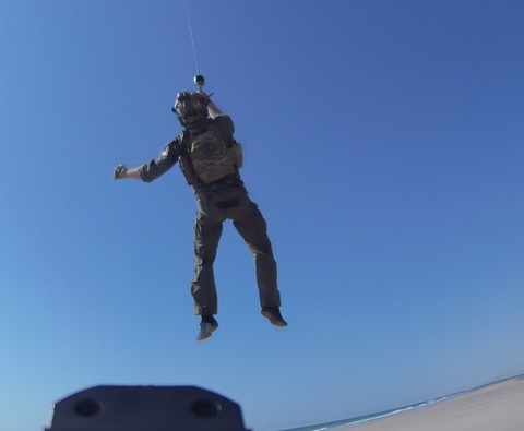 US Operator hoisted by helicopter in his IcePlate EXO (ICE) ultralight ventilated plate carrier