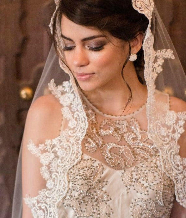 What dress to wear with a mantilla