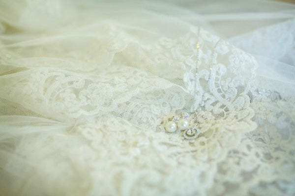lace wedding veil with jewelry