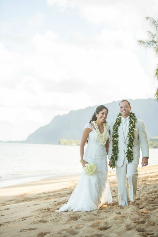 hawiian wedding on beach