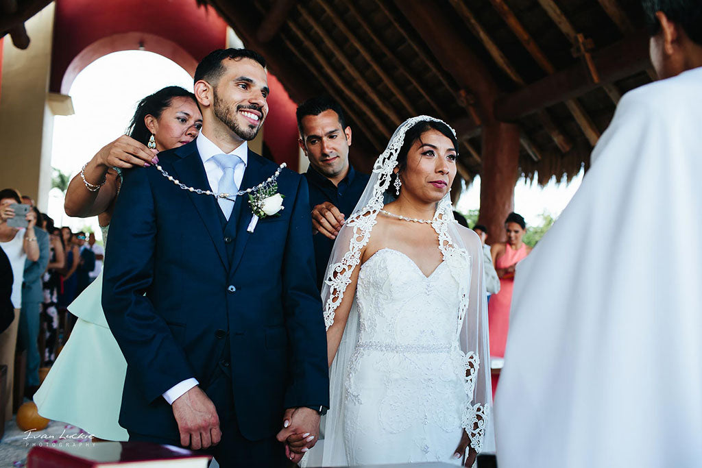 Mexican Wedding Traditions The Mantilla Company Real Brides