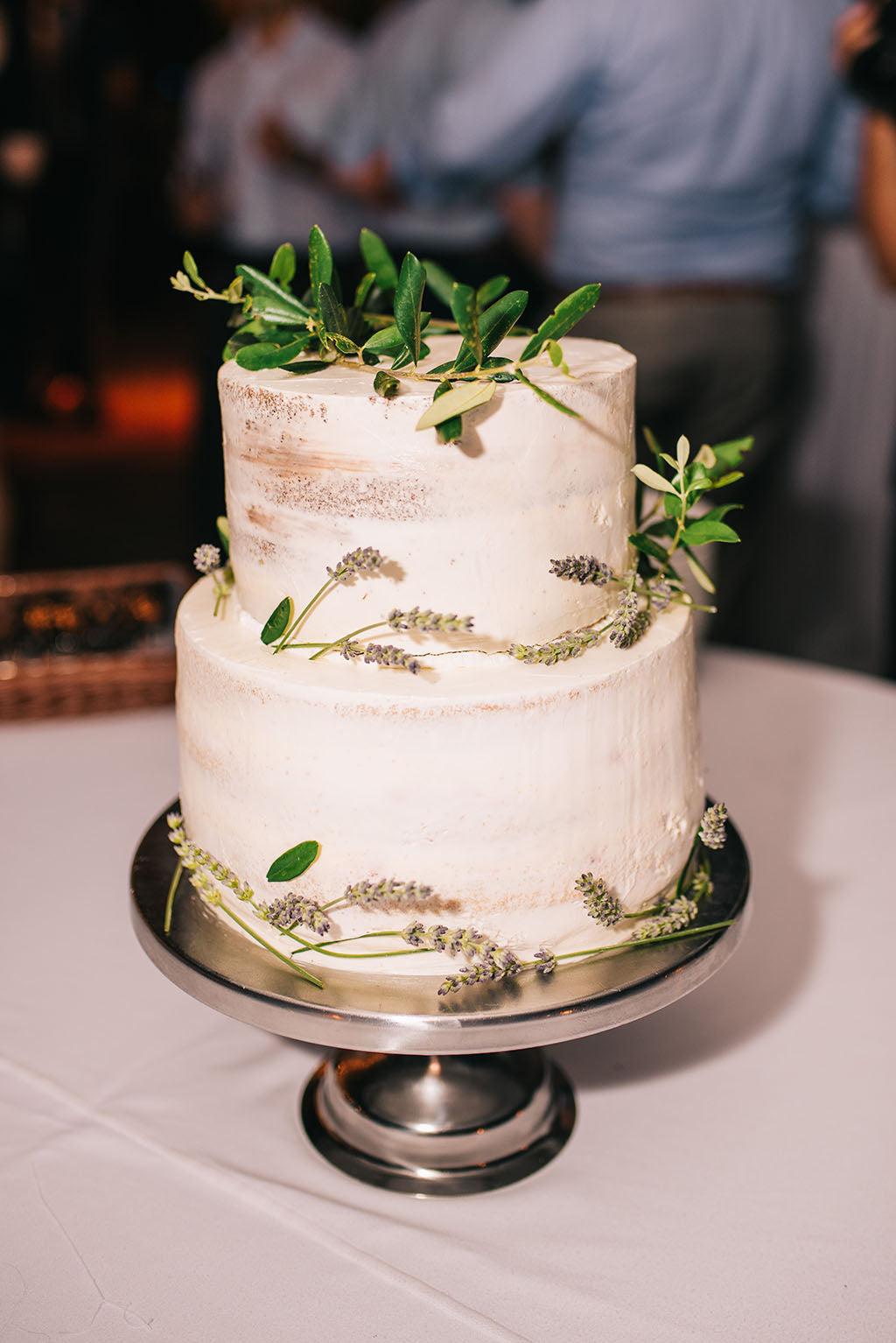 naked cake with olive branch leaves