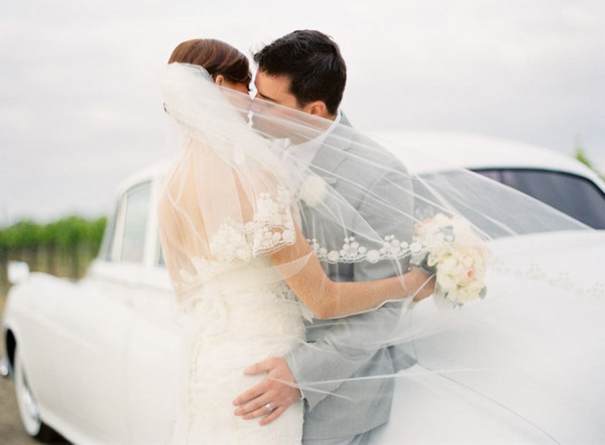 Beautiful Veil picture with vintage car