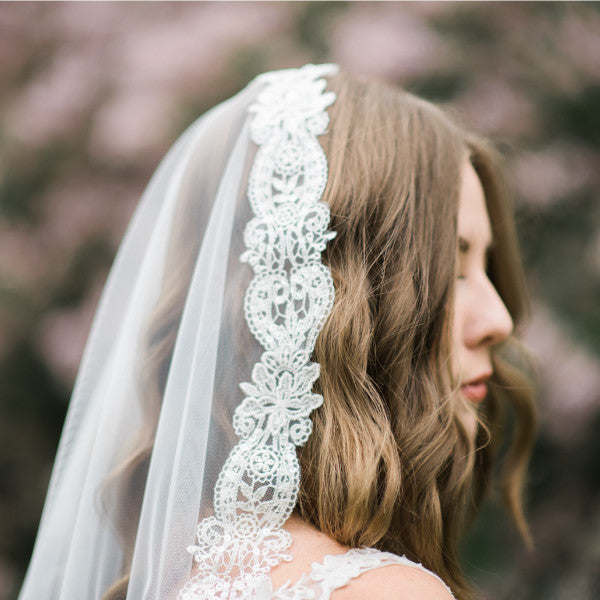 fingertip length mantilla veil paisley lace side view detail