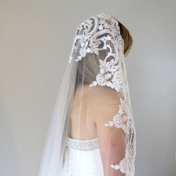 Florencia Ivory Lace Veil