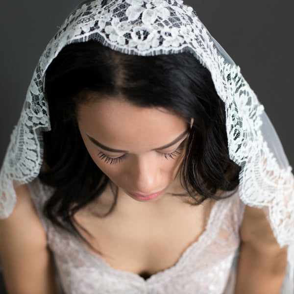 spanish lace veil in ivory floor length without blusher