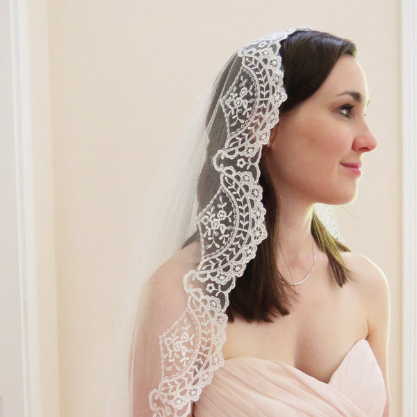 Spanish lace veil in ivory with floral tulle