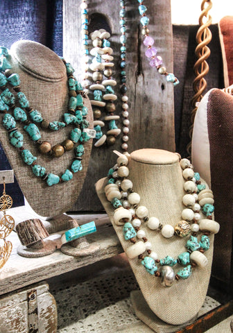 Turquoise | Handmade Jewelry | Pearl | 2 Chicas | The Scarab Handmade