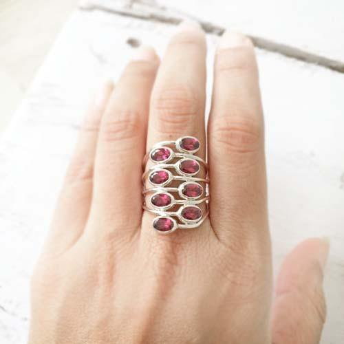 FACETTED GARNET SILVER RING - SILBERUH