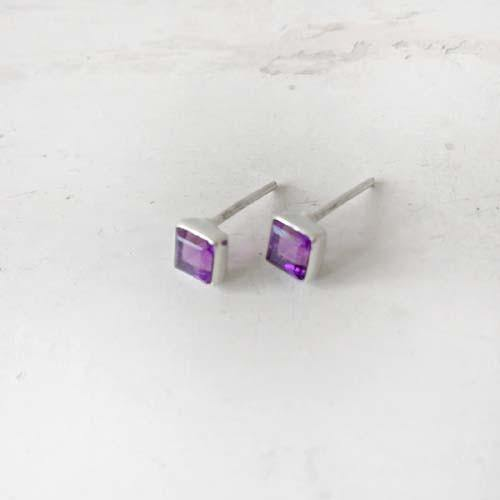 AMETHYST FACETTED SQUARE SILVER STUD - SILBERUH