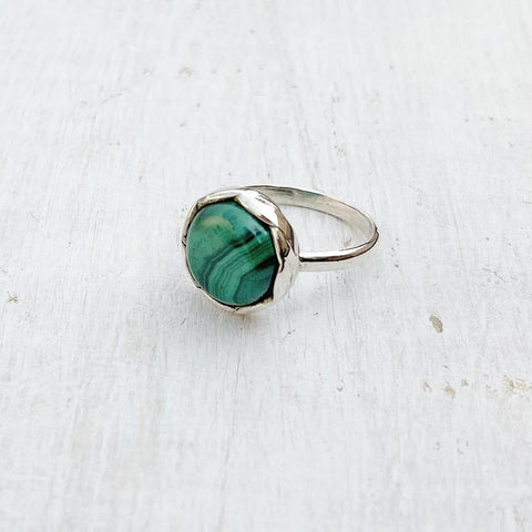 MALACHITE KNOTTED ROUND SILVER RING