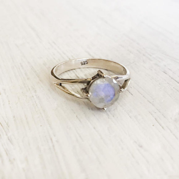 RAINBOW MOONSTONE FACETTED SILVER RING