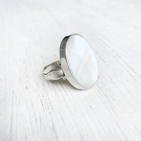MOTHER OF PEARL LEAF SILVER RING - SILBERUH