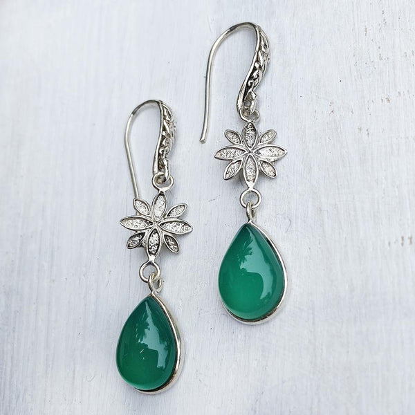 GREEN ONYX ENGRAVED SILVER EARRING