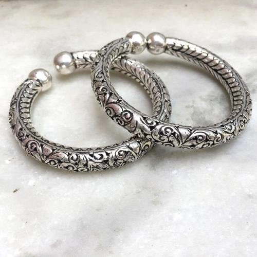 TRIBAL SILVER CARVED KADA