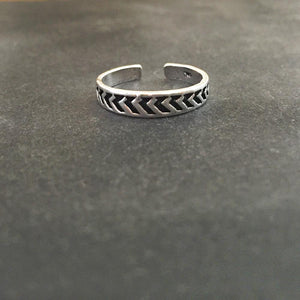 ARROW SILVER TOE RING - SILBERUH