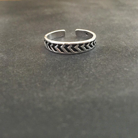 ARROW SILVER TOE RING
