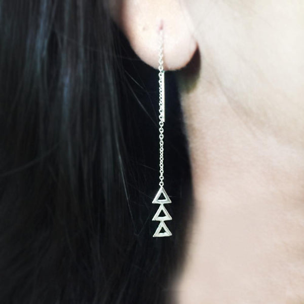 TRIANGLE THREADER SILVER EARRING - SILBERUH