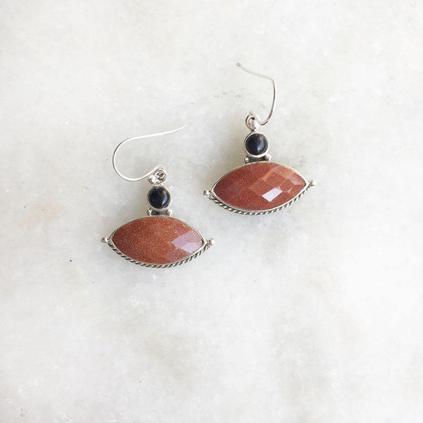 GOLDEN SUNSTONE & BLACK ONYX SILVER EARRING - SILBERUH