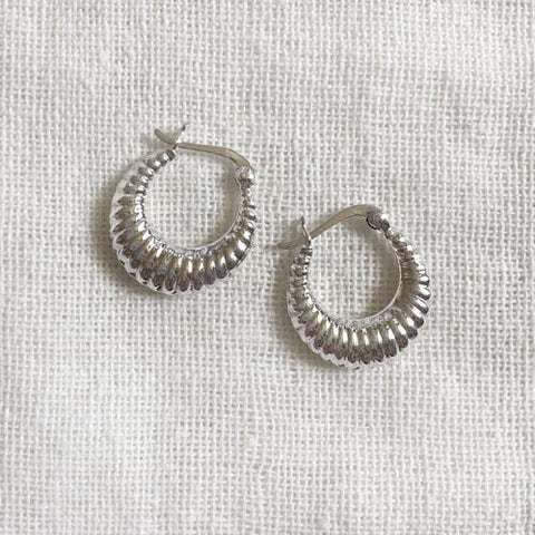 SCALLOPED SILVER BALI EARRING
