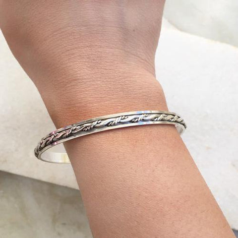 KNOTTED SILVER SPINNER BANGLE - SILBERUH