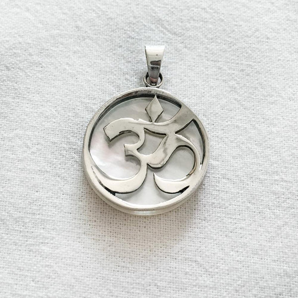 OM MOTHER OF PEARL SILVER PENDANT - SILBERUH