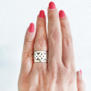 ORNATE SILVER BAND RING - SILBERUH