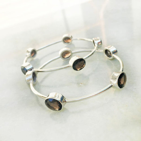 SMOKY QUARTZ FACETTED SILVER BANGLE - SILBERUH